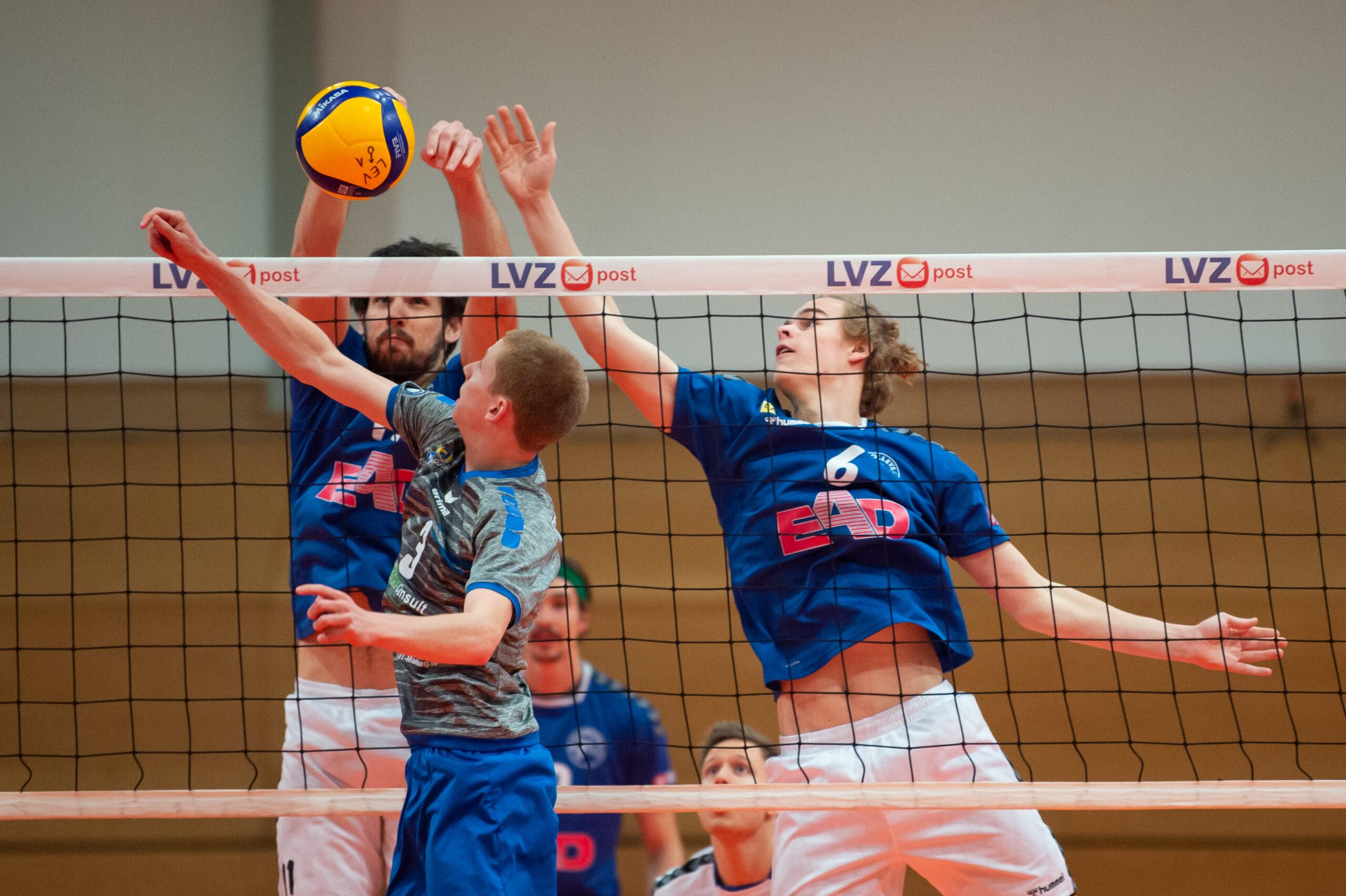 Jerome Ptock (Volleys 11) und Julius Stiemer (Volleys 6)   L.E. Volleys Leipzig vs Volley Youngstars Friedrichshafen, Volleyball, 2.Liga, 12.12.2020