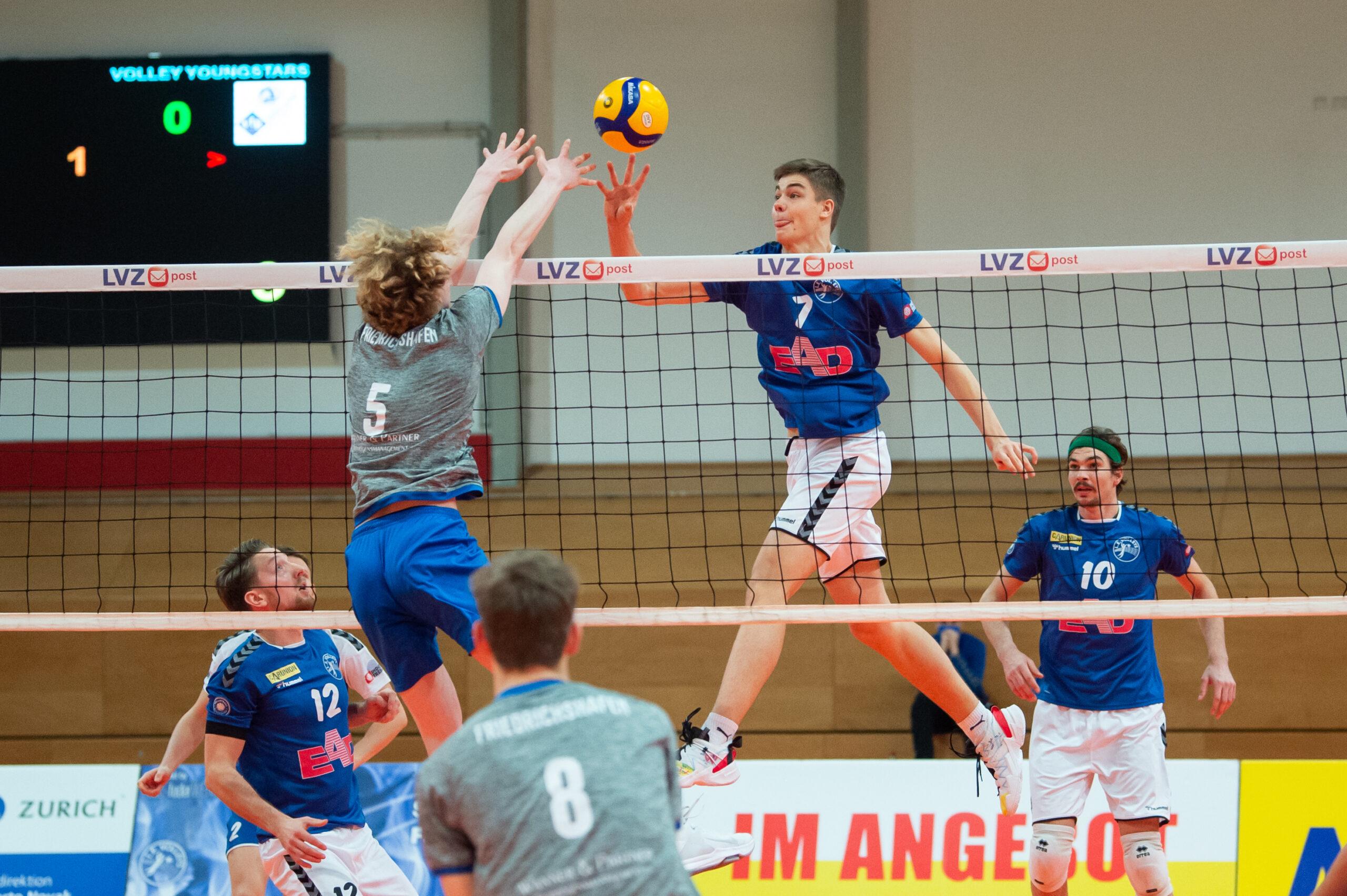 Jannik Koßmann (Volleys 7) im Angriff L.E. Volleys Leipzig vs Volley Youngstars Friedrichshafen, Volleyball, 2.Liga, 12.12.2020