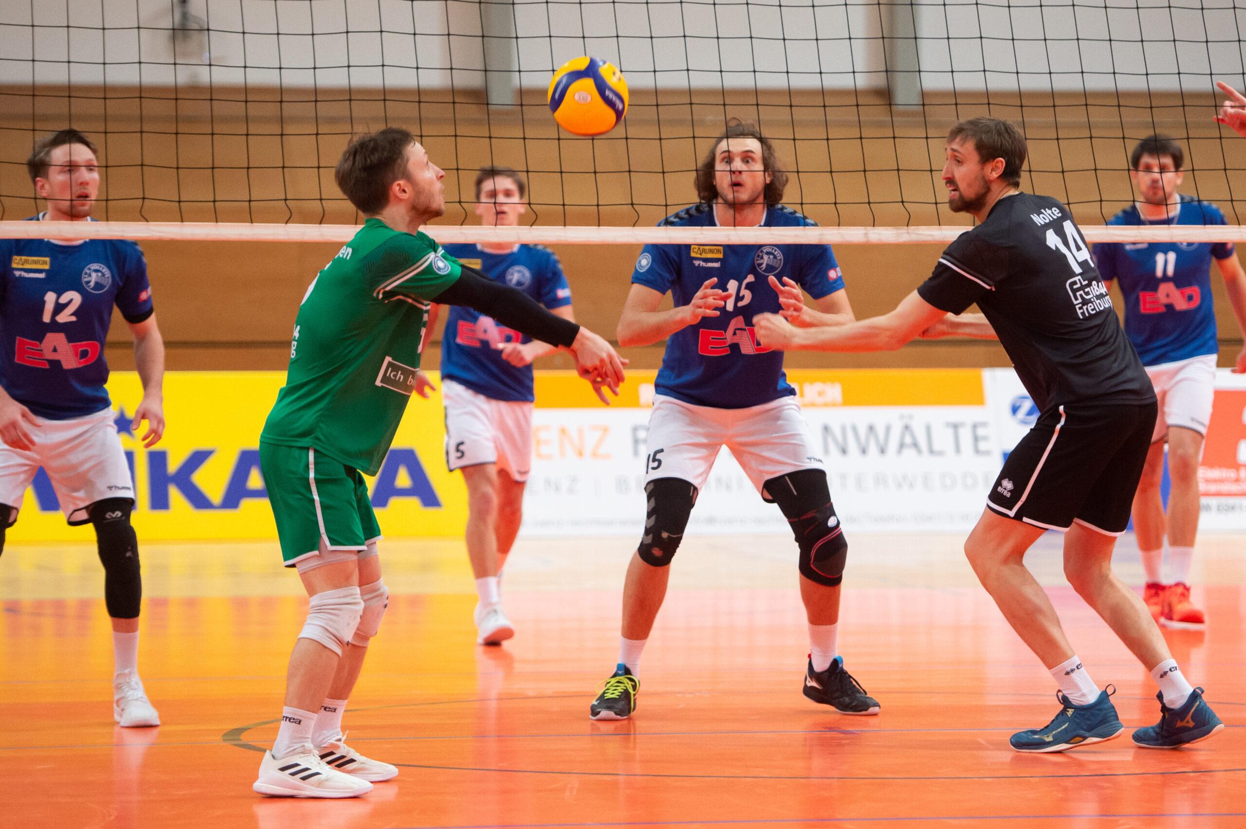Henrik Kamphausen (Volleys #15) blickt auf den Ball -  L.E. Volleys Leipzig vs FT 1844 Freiburg, Volleyball, 2.Liga, 13.03.2021