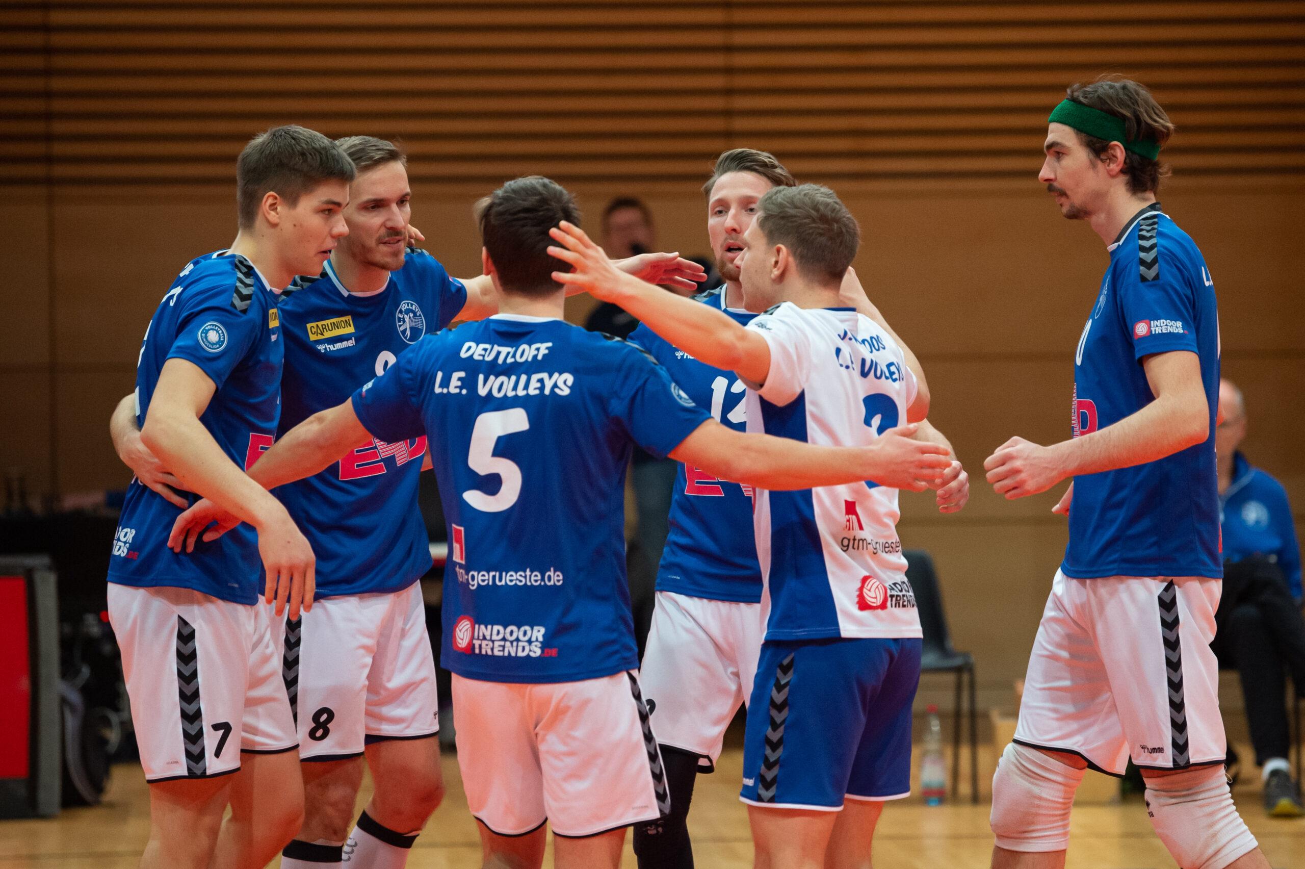 Jannik Koßmann (Volleys 7), Chris Warsawski (Volleys 8), Lorenz Deutloff (Volleys 5), Martin  Burgartz (Volleys 12), Niklas Karoos (Volleys 3), Richard Rocktäschel (Volleys 1) (l-r)   L.E. Volleys Leipzig vs Volley Youngstars Friedrichshafen, Volleyball, 2.Liga, 12.12.2020